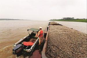 Vấn nạn cát tặc: Một dòng sông hai chính sách