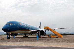 Chuyến bay chở 150 chuyên gia Nhật Bản hạ cánh tại sân bay Vân Đồn