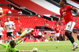 Anthony Martial bay bổng