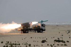 Iran bắn tên lửa diệt hạm tầm xa khi cảnh báo Mỹ