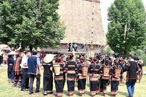Lễ mừng nhà rông mới dân tộc Gia Rai
