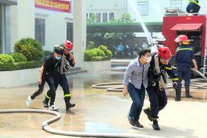 Diễn tập phương án chữa cháy và cứu nạn, cứu hộ tại Công ty TNHH Dệt nhãn Nhân mỹ