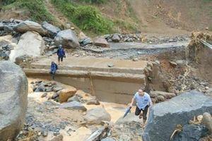 Chủ tịch UBND huyện có trách nhiệm bảo đảm an toàn đê điều mùa lũ