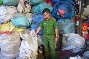 Phát hiện 9 bao tải đựng kim tiêm, ống nghiệm còn dính máu tại một cơ sở phế liệu ở Đồng Nai