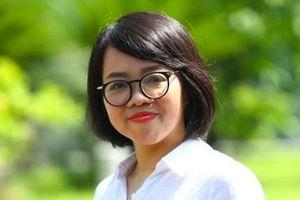 Nhà báo Huỳnh Mai Liên ra mắt phiên bản đặc biệt tập thơ 'Biển là trẻ con'