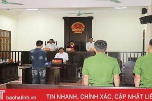 Lời nhắn đầy nước mắt của bị cáo cho vợ sau phiên tòa ở Hà Tĩnh