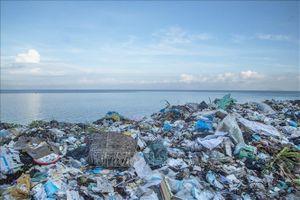 Phát triển bền vững môi trường vùng biển đảo Kiên Giang - Bài 1: Tăng cường xử lý rác thải