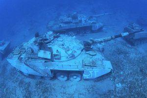 Khám phá bảo tàng quân sự dưới đáy biển