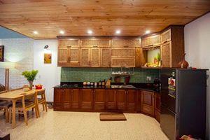 Căn bếp gỗ 30 triệu đồng đậm chất xưa của cặp vợ chồng Đà Nẵng