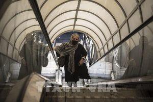Iran bắt buộc đeo khẩu trang để ngăn chặn dịch bệnh COVID-19