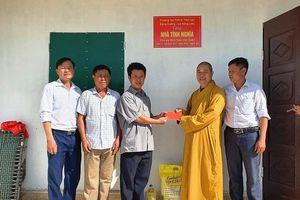 Nghệ An : Bàn giao nhà tình thương, tổ chức hội chợ nhân đạo