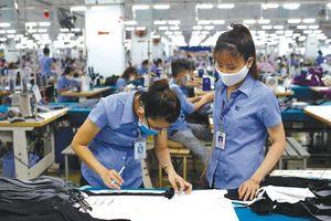 Sản xuất vải đang là 'nút thắt cổ chai' của ngành dệt may Việt Nam