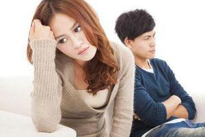 Vợ cố chấp, không cho mẹ chồng chăm cháu