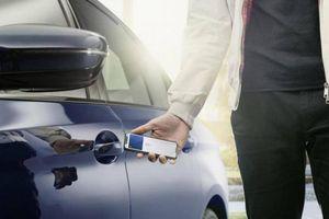 BMW là hãng xe đầu tiên cho phép mở khóa cửa bằng iPhone
