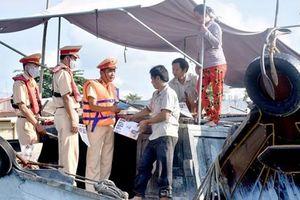 Tăng cường các giải pháp cấp bách bảo đảm trật tự an toàn giao thông đường thủy nội địa và khi triều cường dâng cao