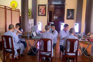 Đoàn y bác sĩ thiện nguyện khám bệnh cho chư Tăng Ni
