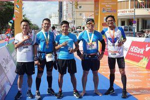 VĐV dự Tiền Phong Marathon gây quỹ xây dựng sân chơi cho trường mầm non Lý Sơn