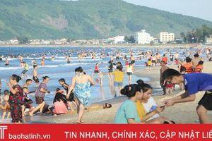 Khu du lịch biển Thiên Cầm 'kín' khách những ngày nắng nóng