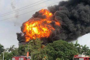 Cháy lớn khu vực cầu Đông Trù, cột khói đen bốc cao vài chục mét