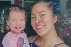 Con gái Lê Phương đốn tim cư dân mạng với điệu cười tít mắt không thấy mặt trời