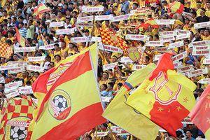 CĐV Nam Định kêu gọi 10.000 chữ ký đòi treo còi vĩnh viễn trọng tài mắc sai sót