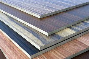 Cửa nào cho gỗ dán Việt?