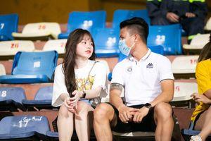 Loạt ảnh chứng minh dù Quang Hải có gặp hạn thì Huỳnh Anh vẫn luôn ở bên cạnh