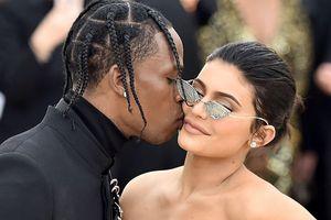 Chân dung người đàn ông khiến Kylie Jenner không thể buông bỏ