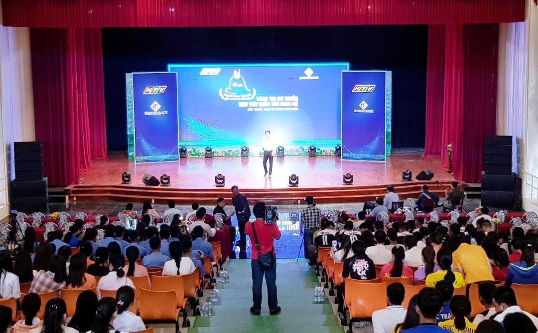 Hơn 70 thí sinh tham gia sơ tuyển 'Chuông vàng vọng cổ'