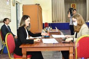 Công dân Nga ở Việt Nam tham gia bỏ phiếu sửa đổi hiến pháp