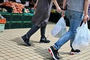 Nhật Bản thực hiện biện pháp mới giảm thiểu túi nhựa khi mua sắm