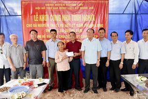Hội Hỗ trợ gia đình liệt sỹ tỉnh trao tiền hỗ trợ xây 3 ngôi nhà tình nghĩa ở Quỳnh Lưu