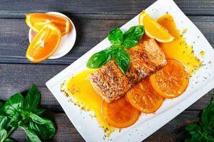 Cách làm cá hồi áp chảo sốt cam ai cũng mê