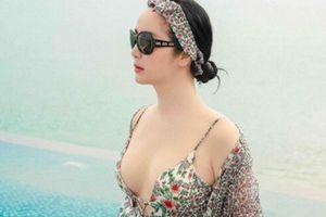 Hoa hậu Giáng My 'đốt mắt' với bikini gợi cảm ở tuổi U50