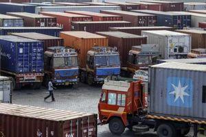 Căng thẳng leo thang, hàng hóa nhập khẩu từ Trung Quốc mắc kẹt tại cảng Ấn Độ