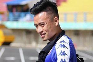 Võ Huy Toàn chấn thương nặng hơn dự kiến, cố thi đấu dù 'không có cảm giác bóng'