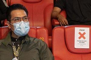 Ai đi xem phim cũng đòi ngồi cạnh nhau, rạp chiếu phim trả lời khiến netizen bật cười