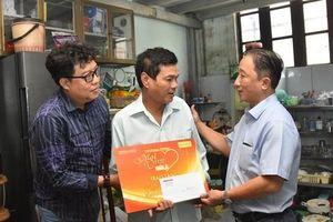 'Mai Vàng nhân ái' đến thăm nghệ sĩ Mai Trần và ảo thuật gia Trần Bình