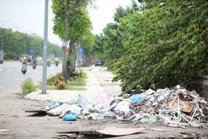 Đại lộ 'nghìn tỷ' ở Hà Nội vừa làm xong đã bị rác thải bủa vây