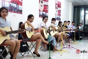 Từ thanh niên ham chơi thành thạc sĩ tài chính, ông chủ trung tâm dạy guitar lớn ở Hà Nội