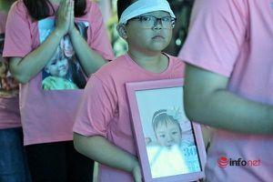 Khung cảnh sắc màu tiễn đưa bé gái 4 tuổi ung thư máu khiến trăm người nghẹn lòng