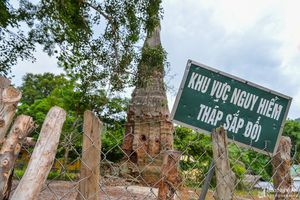 Tháp cổ ở biên giới Nghệ An có nguy cơ đổ sập