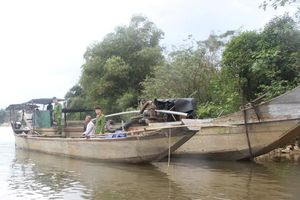 Thừa Thiên - Huế: Bắt giữ 2 đò máy công suất lớn đang 'rút ruột' sông Bồ