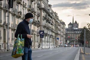 Thụy Sĩ bắt buộc đeo khẩu trang khi sử dụng phương tiện công cộng