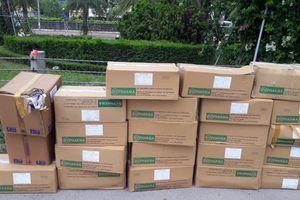 Hơn 20 thùng carton thuốc tây hết hạn bị vứt bỏ ở Đại lộ Thăng Long