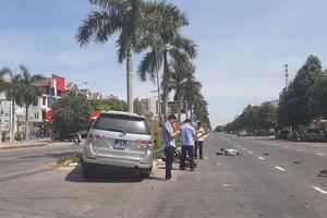 Xe của Ủy ban kiểm tra Tỉnh ủy Nghệ An đâm văng cô gái đi xe đạp điện