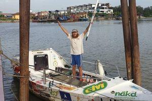 2 năm chèo thuyền vượt Thái Bình Dương nhưng chưa thể vào bờ vì dịch