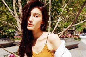 Siêu mẫu nội y Trung Quốc lộ thân hình gầy gò khi mặc áo hai dây