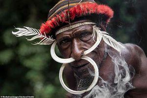 Bộ lạc Indonesia đến nay vẫn sống như thời đồ đá