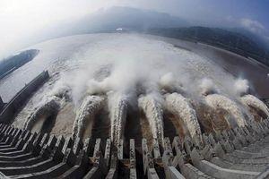Nước cuồn cuộn đổ về đập Tam Hiệp, Trung Quốc lo đại hồng thủy